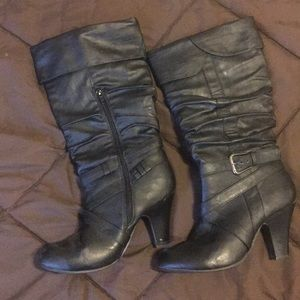 Women's black boots with small heel.
